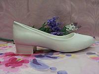 Туфли лодочки белые на низком каблуке
