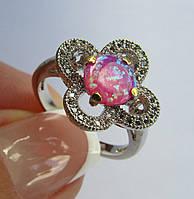 Кольцо с лаб. розовым опалом  7мм и топазами