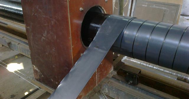 Нанесение битум-полимерной ленты на трубу дм.219мм. с индукционным нагревом трубы