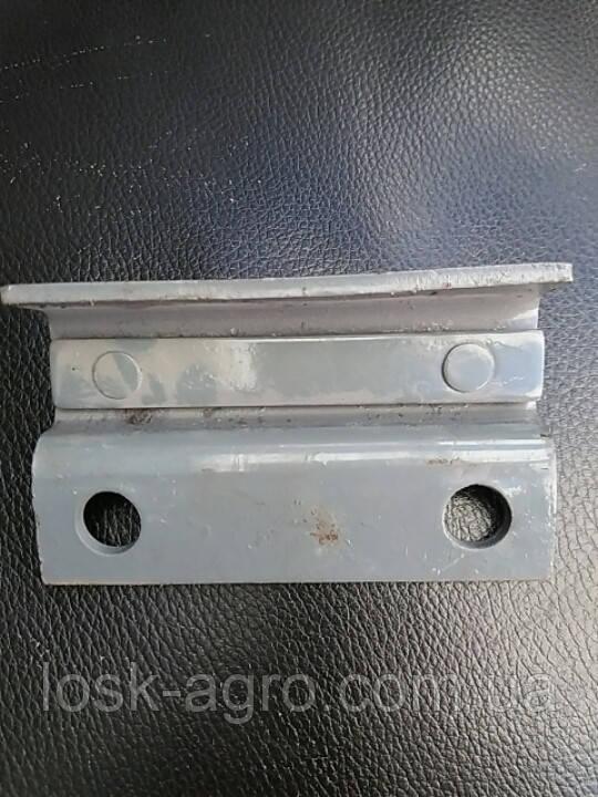 Прижим ножа реж.аппарата 3518050-121020 ДОН-1500