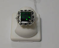 Серебряное кольцо с зеленым камнем Роскошь