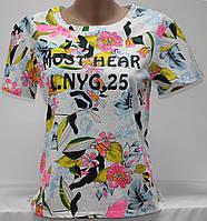 Футболка женская молодежная, белая в яркие цветы, размер S-M