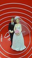 Статуэтка жених и невеста.
