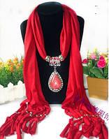 Нарядный шарф красного цвета с кулоном