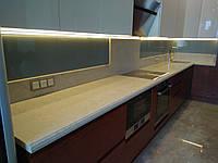Стеклянный кухонный фартук серого или другого цвета на заказ.