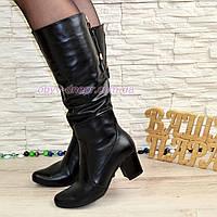 Женские зимние черные кожаные сапоги на устойчивом каблуке