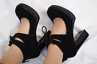 Женские замшевые туфли с завязками на толстом каблуке Италия