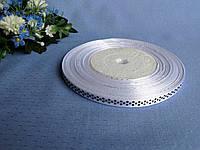 Лента атлас в горошек 0,6 см. Цвет белый.  Цена за бобину  50 метров 44 грн. Цена за метр 1,1 грн