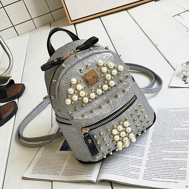Стильный мини рюкзак с шипами