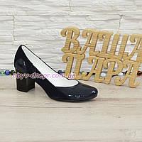 Женские классические синие туфли на каблуке из натуральной лаковой кожи и замши