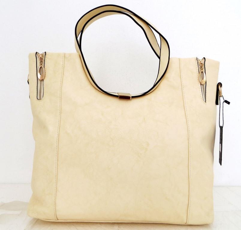 Вместительная женская сумка . Эко-кожа. Молочная