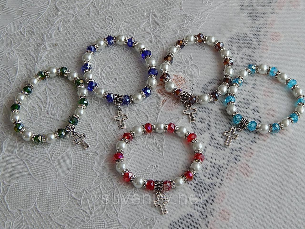 Красивые браслеты на руку с крестиком разные цвета