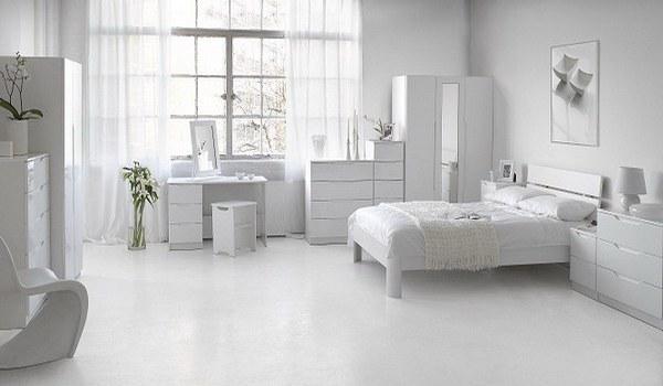 Белый цвет в интерьере спальни.