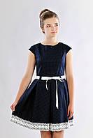 Подростковое платье для девочки в горошек украшено кружевом