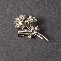 Брошь Цветок со стразами серебристый металл 4,5*3см