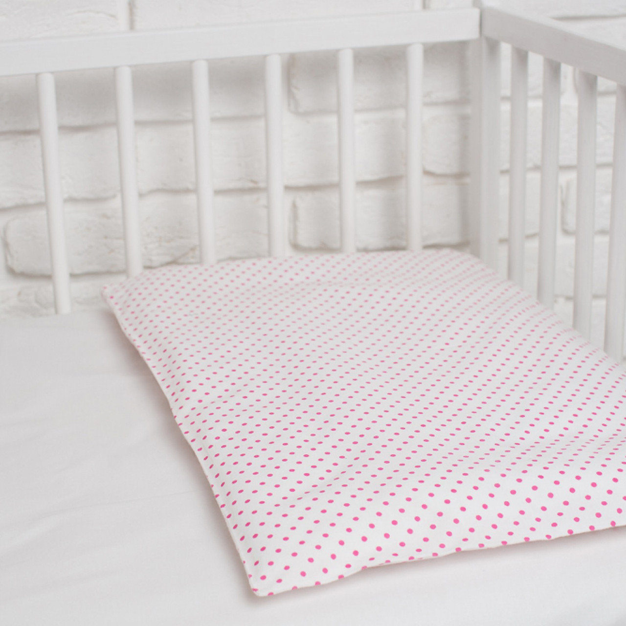 "Наволочка в дитяче ліжечко ""Рожевий горошок"""