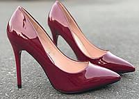Женские туфли-лодочки марсаловые