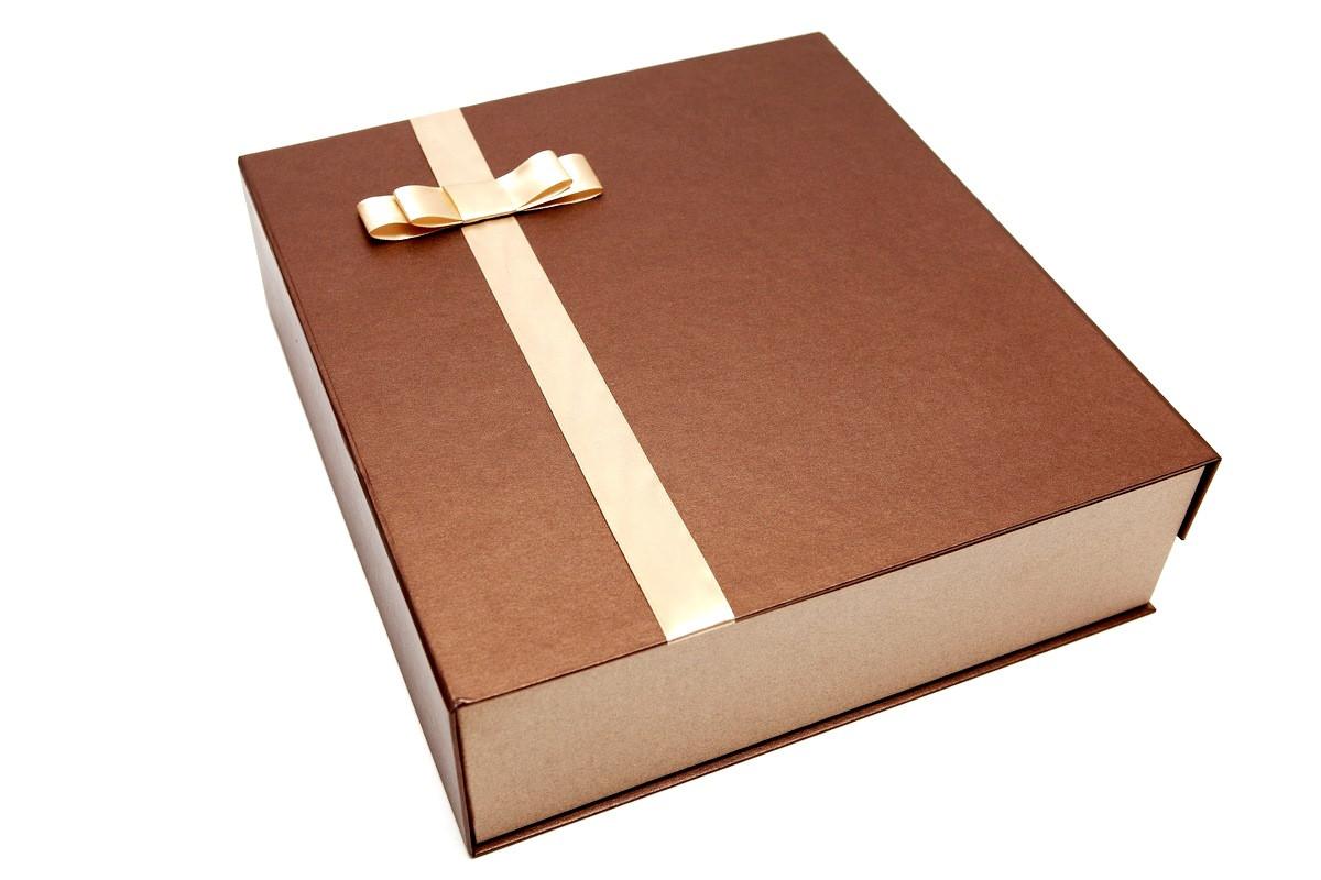 Дизайнерская подарочная коробка на магнитах 35,5*32,5*9 см