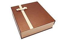 Дизайнерская подарочная коробка на магните 34 х 32 см