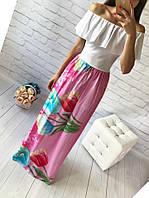 Летнее платье в пол спущенные плечи, белый с ярким принтом: тюльпаны на розовом