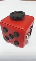 Кубик антистресс с кнопками. красный с черными кнопками