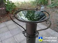 Питьевой фонтанчик ПФ-1 установлен на центральной площади г. Олешки Херсонской области.