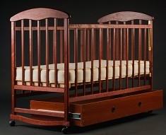 Кроватка детская Наталка с ящиком тонированная