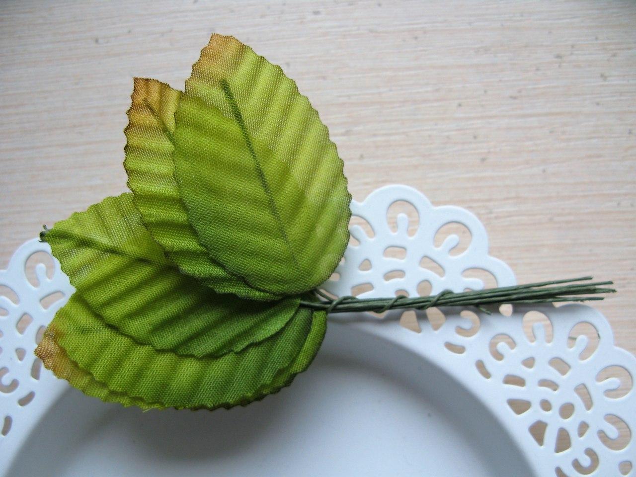 Декоративные листики из ткани. Пучок-10 листиков. Цвет травяной с коричневым кончиком