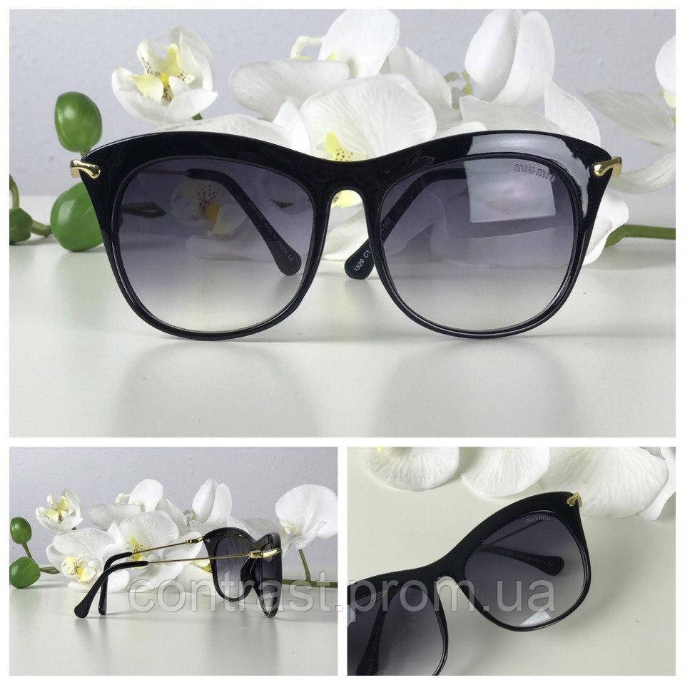 Элегантные очки-оверсайз с асимметричной оправой и золотым декором