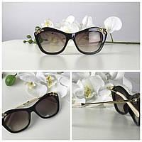 Женственные очки оригинальной формы с блестящим декором