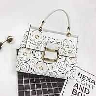 Стильная красивая женская сумка с цветами белого цвета