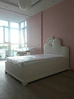 Кровать с мягким изголовьем ввиде сердца