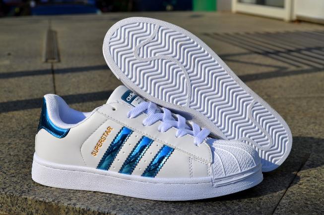 adidas superstar holographic blue