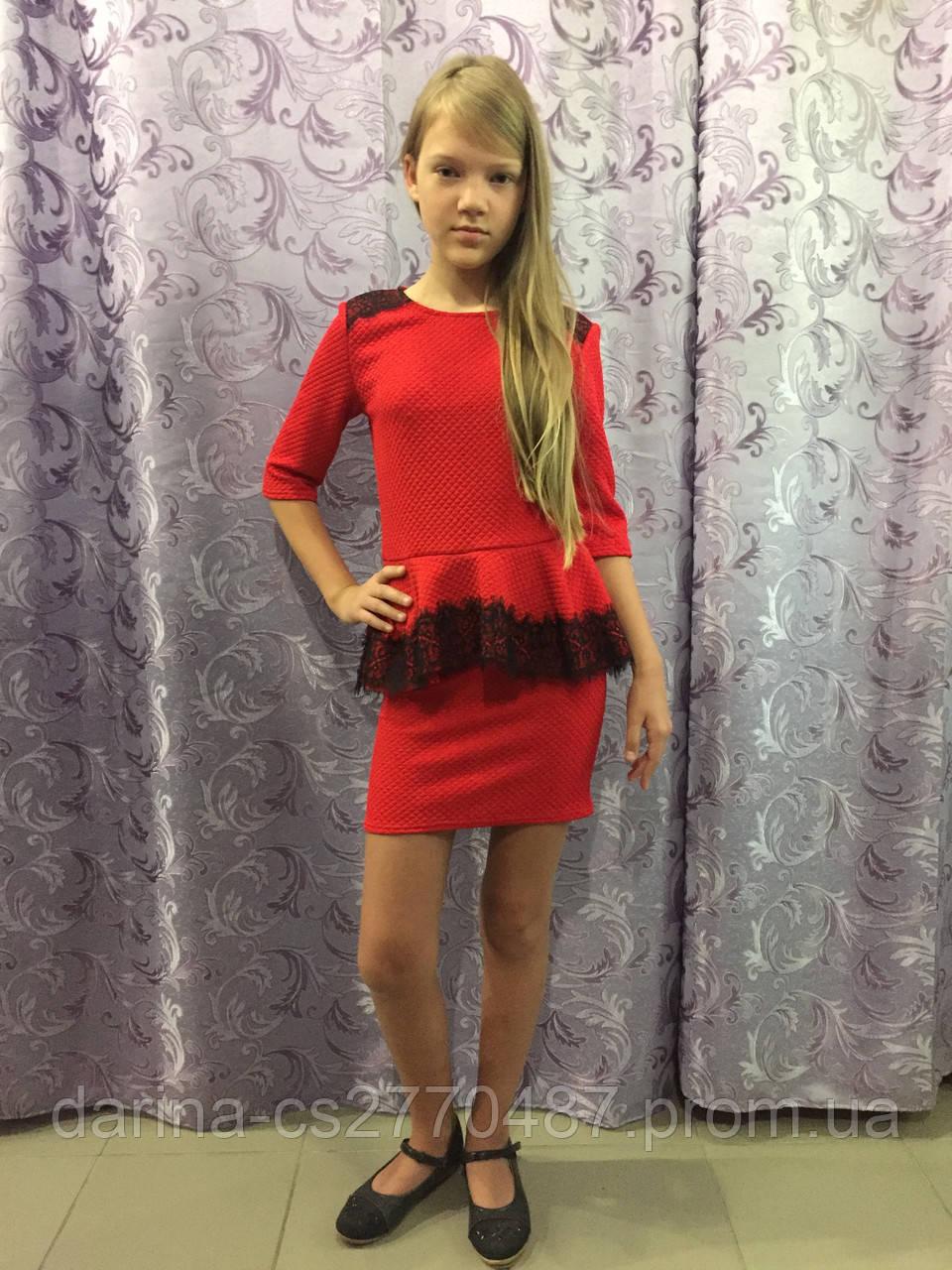 Платье для девочки украшенное кружевом 122,140 см