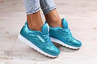 Красивые женские кроссовки в спортивном стиле