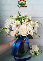 Букет невесты из роз, фрезий, эустомы, гиперикума и брунии