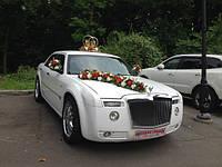 Прокат украшений на авто в красно белых тонах (13)