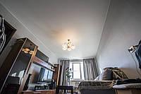 Натяжной потолок в гостиной 21 м.кв.