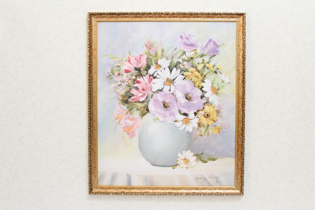 """Картина """"Цветы в вазе на белом столе"""""""