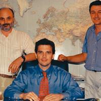 1989 Создано компанию USCO, которая начала свою деятельностькак торговая компания, специализирующаяся на запасных частях для Caterpillar® для землеройных машин.