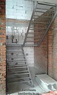 Железный каркас лестницы под обшивку деревом