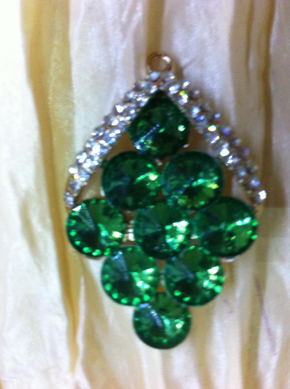 Брошь с  зелеными камнями  высота 5 см