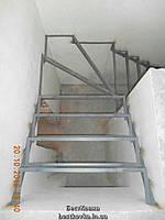 Каркас лестницы под обшивку с поворотом на 90 градусов