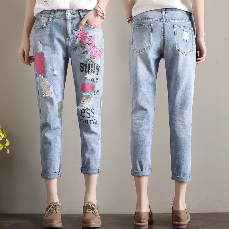 Светлые джинсы женские с вышивкой AL7768