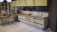 Кухня RODA ТОКИО: фасад из МДФ 22 мм крашенный, изюминка - специальное фрезерование для удобного захвата рукой