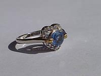 Кольцо с натуральным кианитом и белыми топазами (сердечко) Размер 18.5