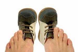 Задник обуви натирает, жмет, приносит дискомфорт, надо срочно принять меры.