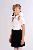 Красивая белая школьная блузка для девочки украшенная гипюром с коротким  рукавом