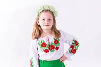 Детская блузка вышиванка  белого цвета из батиста   в маках