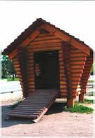 Детский деревянный домик со сруба